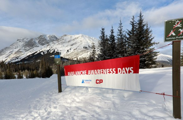 avalanche-day-sign
